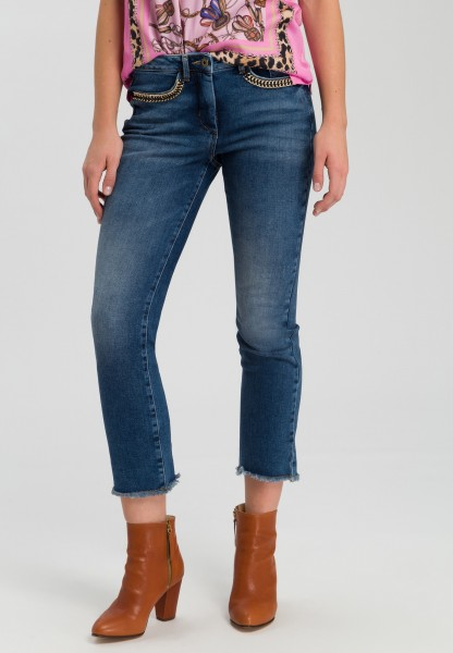 Jeans mit Kettendetail