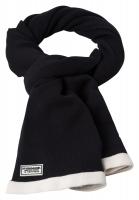 Strickschal im modischem Schwarz-Weiß-Look