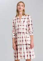 Kleid im grafischen Batikprint