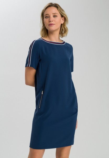 Kleid mit Streifendetails