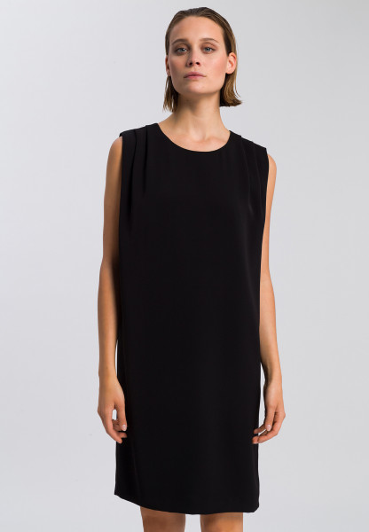 Kleid aus knitterfreiem Material