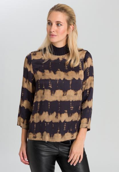 Blusenshirt mit Strickkragen und Batikprint