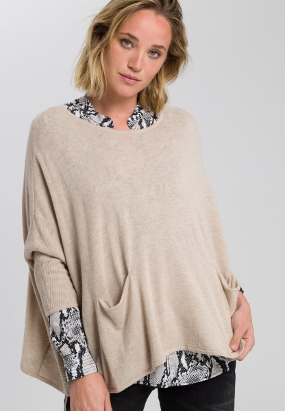 Pullover im Poncho-Stil