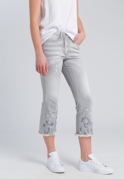 Jeans mit offener Saumkante